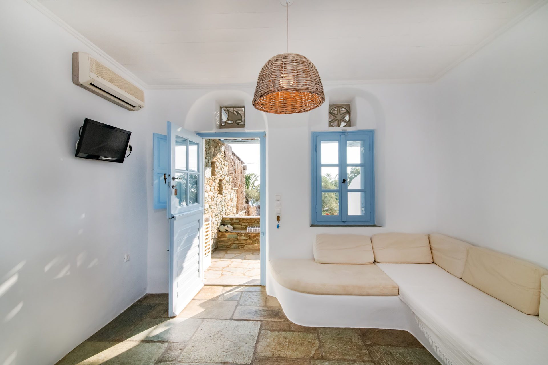 Tinos Hotels Throubi